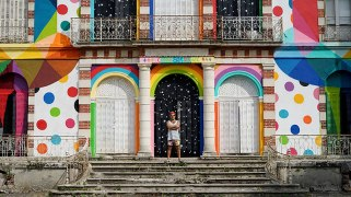 skull-in-the-mirror-graffiti-abandoned-french-castle-okuda-san-miguel-11