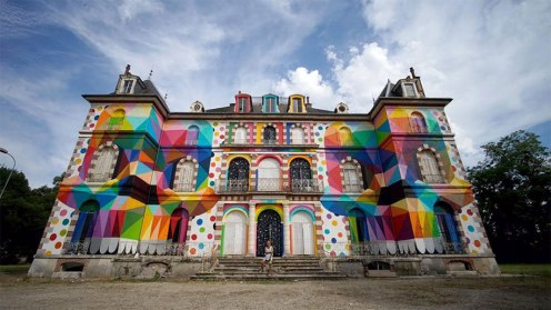 skull-in-the-mirror-graffiti-abandoned-french-castle-okuda-san-miguel-9