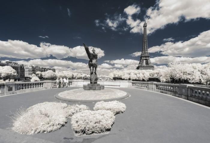 París, en infrarrojo, es todavía más París. Y eso es, sencillamente, fascinante…