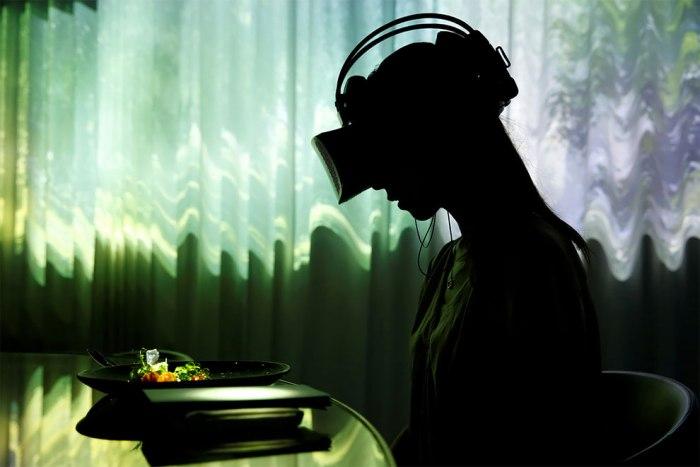 ¿Y qué tal si fusionas la comida con la realidadvirtual?