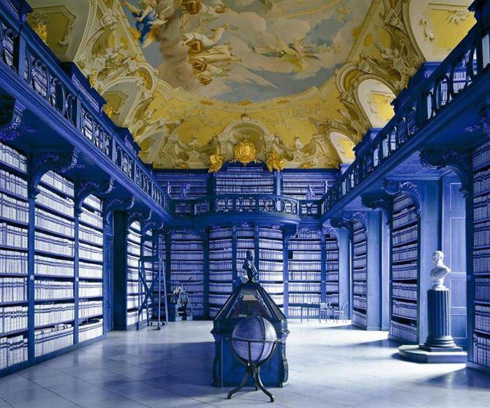 Libros, montañas de libros, filas infinitas de libros en librerías magníficas…