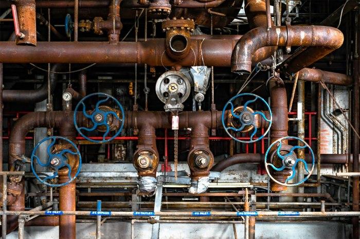 Un lugar abandonado. Un entorno industrial. Silencio y misterio…#urbex